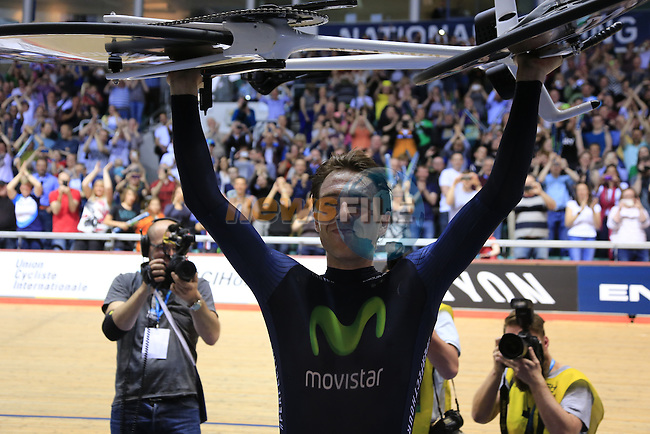 Alex Dowsett breaks the World Hour Record with a distance of 52.937km at the Manchester Velodrome British Cycling Centre. 2nd May 2015.<br /> Photo: Eoin Clarke www.newsfile.ie