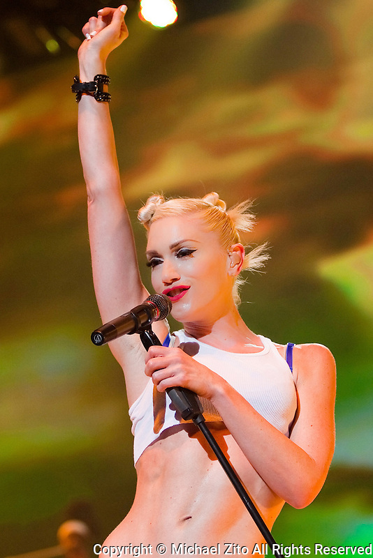 07/28/09 Universal City, CA: Gwen Stefani and No Doubt perform at the Gibson Amptitheatre