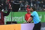 06.10.2019, Commerzbankarena, Frankfurt, GER, 1. FBL, Eintracht Frankfurt vs. SV Werder Bremen, <br /> <br /> DFL REGULATIONS PROHIBIT ANY USE OF PHOTOGRAPHS AS IMAGE SEQUENCES AND/OR QUASI-VIDEO.<br /> <br /> im Bild: Videobeweis, Schiedsrichter Guido Winkmann<br /> <br /> Foto © nordphoto / Fabisch