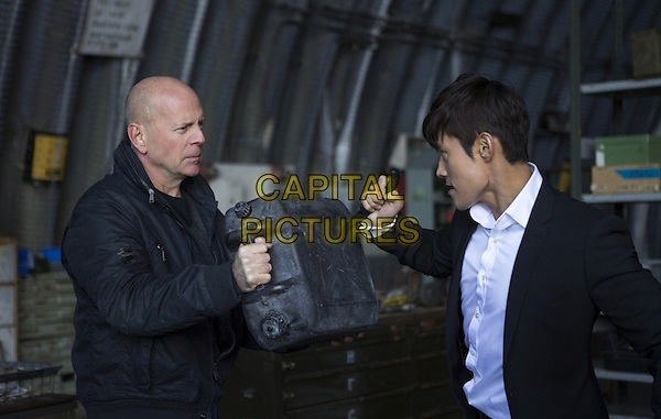 Bruce Willis &amp; Byung Hun Lee  <br /> in Red 2 (2013) <br /> *Filmstill - Editorial Use Only*<br /> CAP/NFS<br /> Image supplied by Capital Pictures
