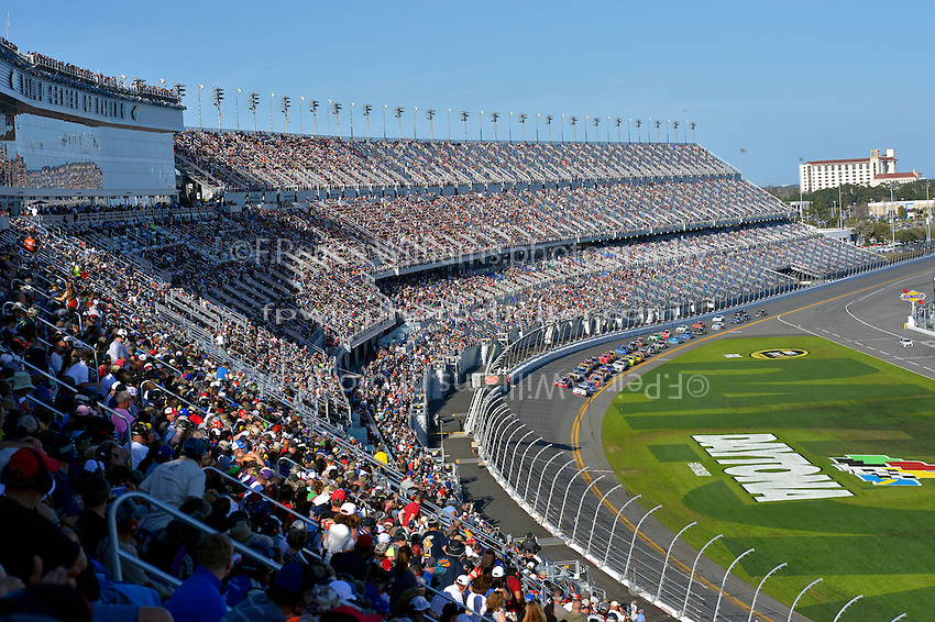 19-20 February, 2016, Daytona Beach, Florida USA<br /> The field comes to the line for a restart in Daytona's new stadium.<br /> &copy;2016, F. Peirce Williams