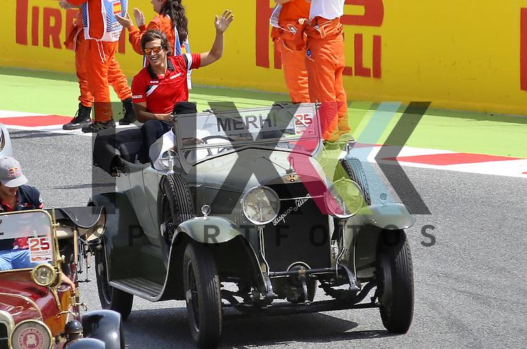 Barcelona, 10.05.15, Motorsport, Formel 1 GP Spanien 2015, Fahrerparade : Roberto Merhi (Marussia TBC, #98)<br /> <br /> Foto &copy; P-I-X.org *** Foto ist honorarpflichtig! *** Auf Anfrage in hoeherer Qualitaet/Aufloesung. Belegexemplar erbeten. Veroeffentlichung ausschliesslich fuer journalistisch-publizistische Zwecke. For editorial use only.