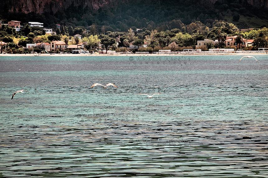 Mondello beach and landscape<br /> Paesaggio di Mondello