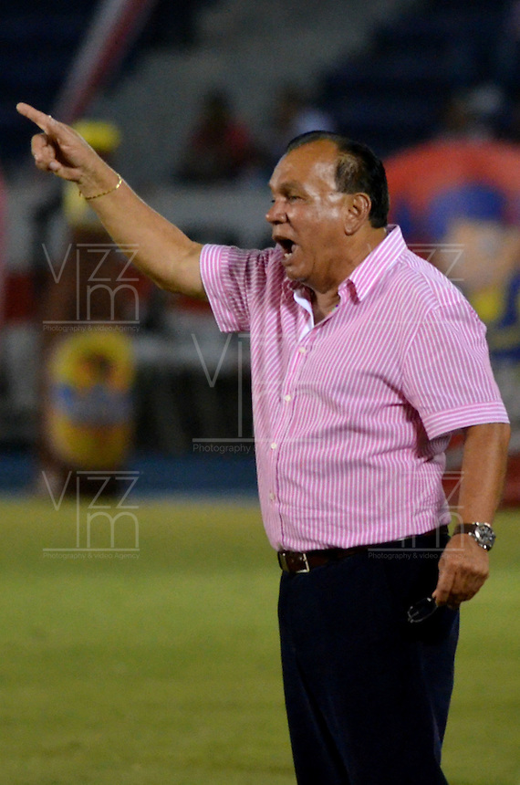 BARRANQUILLA - COLOMBIA -08 -04-2014: Jorge Luis Bernal técnico del Deportivo Pasto, durante partido entre Atletico Junior y Deportivo Pasto por la fecha 16 entre Atletico Junior y Deportivo Pasto por la Liga Postobon I 2014, jugado en el estadio Metropolitano Roberto Melendez de la ciudad de Barranquilla. / Jorge Luis Bernal,  coach of Deportivo Pasto, during a match between Atletico Junior and Deportivo Pasto for the date 16th of the Liga Postobon I 2014 at the Metropolitano Roberto Melendez Stadium in Barranquilla city. Photo: VizzorImage  / Alfonso Cervantes / Str