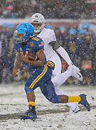 Philadelphia, PA - December 9, 2017:   Navy Midshipmen running back Malcolm Perry (10)  runs the ball during the 118th game between Army vs Navy at Lincoln Financial Field in Philadelphia, PA. (Photo by Elliott Brown/Media Images International)