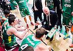 S&ouml;dert&auml;lje 2015-02-07 Basket Basketligan S&ouml;dert&auml;lje Kings - Bor&aring;s Basket :  <br /> S&ouml;dert&auml;lje Kings tr&auml;nare headcoach coach Vedran Bosnic i aktion under en timeout med S&ouml;dert&auml;lje Kings spelare under matchen mellan S&ouml;dert&auml;lje Kings och Bor&aring;s Basket <br /> (Foto: Kenta J&ouml;nsson) Nyckelord:  S&ouml;dert&auml;lje Kings SBBK T&auml;ljehallen Bor&aring;s Basket tr&auml;nare manager coach timeout diskutera argumentera diskussion argumentation argument discuss
