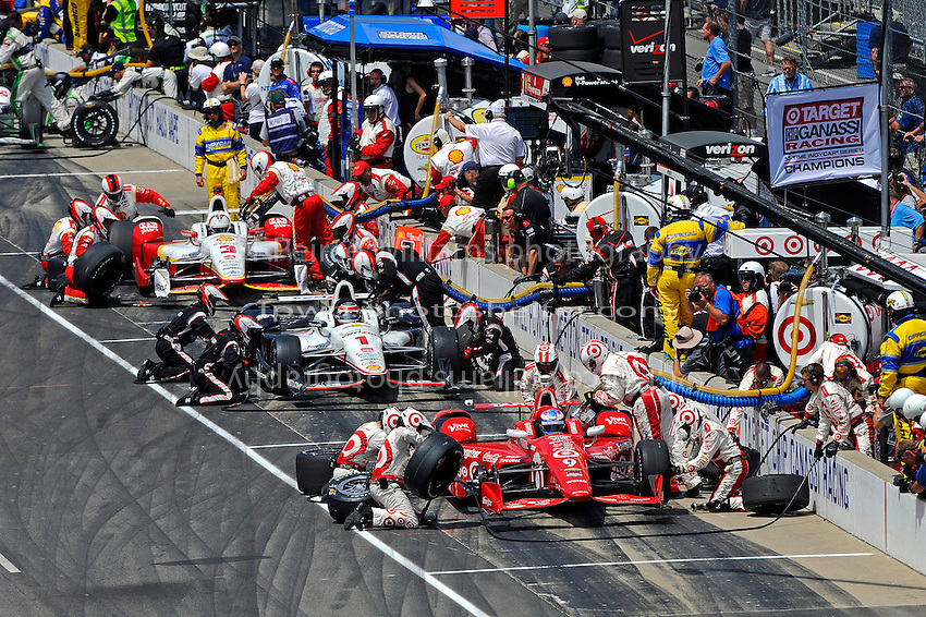 24 May, 2015, Indianapolis, Indiana, USA<br /> Scott Dixon (#9), Will Power (#1) and Helio Castroneves (#3) make pit stops.<br /> &copy;2015, F. Peirce Williams