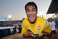 RAVENNA, ITALIA, 10 DE SETEMBRO 2011 - MUNDIAL BEACH SOCCER / BRASIL X PORTUGAL - Bruno jogador do Brasil, comemora vitoria em partida contra Portugal , válida pela semi-final do Mundial de Futebol de Areiano Estádio Del Mare, em Ravenna, na Itália, neste sábado (10).FOTO: VANESSA CARVALHO - NEWS FREE