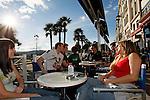 20080110 - France - Aquitaine - Pau<br /> LES CAFES DU BOULEVARD DES PYRENEES A PAU, TRES ANIMES.<br /> Ref : PAU_015.jpg - © Philippe Noisette.