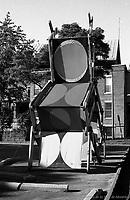 ƒlŽments de CORRIDART, rue Sherbrooke. - 5 juillet 1976. / Louis-Philippe Meunier. Archives de la Ville de MontrŽal. VM94-EM0745-040