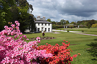 Ireland, County Cork, Fota Island: Fota House and Arboretum, 19th century hunting lodge built for the Barry family | Irland, County Cork, Fota Island: Fota House, Jagdschloss aus dem 19. Jahrhundert, erbaut fuer die Barry family