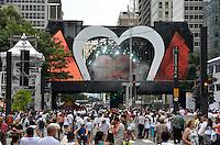ATENÇÃO EDITOR FOTO EMBARGADA PARA VEÍCULOS INTERNACIONAIS - SAO PAULO, SP, 31 DE DEZEMBRO DE 2012 - REVEILLON NA PAULISTA - Publico começa a chegar para a 16ª edição do Reveillon da Paulista na noite desta desta segunda feira (31), véspera de ano novo, na Av. Paulista em São Paulo. FOTO: LEVI BIANCO - BRAZIL PHOTO PRESS