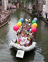 Nederland  Utrecht - 2018. Voor het tweede jaar vaart de Utrecht Canal Pride door de binnenstad. COC Nederland.   Foto mag niet in negatieve / schadelijke context gepubliceerd worden.   Foto Berlinda van Dam / Hollandse Hoogte.