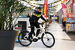 Foto: VidiPhoto<br /> <br /> BEVERWIJK – Een primeur  voor het politekorps van Beverwijk. Daar werd woensdag de eerste surveilliancefiets Koga e-bike in gebruik genomen door agente Sam Elmas. Koga heeft via Europese aanbesteding een mega-order van duizenden electrische surveillancefietsen voor de Nederlandse politie in de wacht gesleept. De supersnelle en stoere fietsen zijn speciaal voor het politiewerk geprepareerd door de fabrikant.