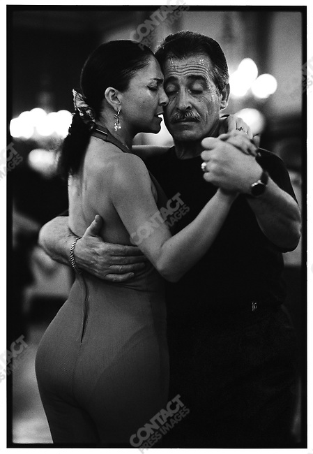 4:00 p.m., Confiteri?a La Ideal, Buenos Aires, Argentina, June 1998