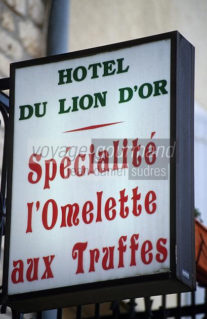 """Europe/France/Midi-Pyrénées/46/Lot/Causse de Limogne/Lalbenque: Enseigne du restaurant """"Le Lion d'Or"""" - Spécialité d'omelette aux truffes"""