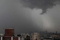 S&Atilde;O PAULO, SP, 23/01/2012, NUVENS CARREGADAS.<br /> <br /> O c&eacute;u ficou escuro na tarde de hoje(23), muitas nuvens carregadas sobre a capital paulista, j&aacute; chove forte em v&aacute;rias regi&otilde;es.<br />  Na foto a regi&atilde;o central de SP vista do bairro da Mooca.<br /> <br />  Luiz GUarnieri, News Free.
