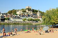 France, Loir-et-Cher (41), Montrichard au bord du Cher et sa plage aménagée en base de loisir // France, Loir et Cher, Montrichard, the Cher river and beach