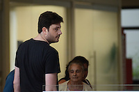 SÃO PAULO, SP, 09 DE JANEIRO DE 2012 - DANILO GENTILI NO SIRIO LIBANES - O apresentador Danilo Gentili passou, na tarde desta segunda, 09, pelo Hospital Sirio Libanes para realizar exames. FOTO: ALEXANDRE MOREIRA - NEWS FREE.
