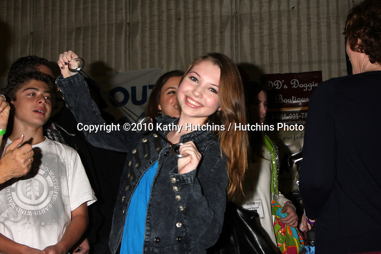 LOS ANGELES - NOV 20:  Sammi Hanratty at the Connected's Celebrity Gift Suite celebrating the 2010 American Music Awards at Ben Kitay Studios on November 20, 2010 in Los Angeles, CA