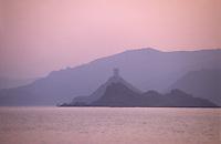 France/Corse-du-Sud/2A/Golfe d'Ajaccio: La tour de la Parata à l'aube - Tour édifiée en 1608 pour défendre la côte