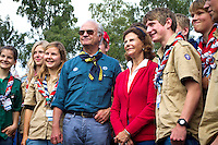 Royal couple and Swiss contingents. Photo: Mikko Roininen / Scouterna