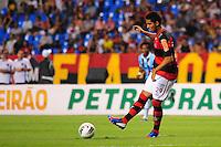 ATENCAO EDITOR: FOTO EMBARGADA PARA VEÍCULOS INTERNACIONAIS. - RIO DE JANEIRO, RJ, 16 DE SETEMBRO DE 2012 - CAMPEONATO BRASILEIRO - FLAMENGO X GREMIO - Frauches, jogador do Flamengo, durante partida contra o Gremio, pela 25a rodada do Campeonato Brasileiro, no Stadium Rio (Engenhao), na cidade do Rio de Janeiro, neste domingo, 16. FOTO BRUNO TURANO BRAZIL PHOTO PRESS