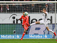 Torwart Tom Starke (FC Bayern Muenchen) klaert vor Ante Rebic (Eintracht Frankfurt) - 09.12.2017: Eintracht Frankfurt vs. FC Bayern München, Commerzbank Arena