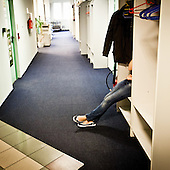 WARSAW, POLAND, MAY 2011:.Consultant at the Polkomtel call center in Warsaw during break..(Photo by Piotr Malecki / Napo Images)..WARSZAWA, MAJ 2011:.Telemarketerka w call center firmy Polkomtel podczas przerwy..Fot: Piotr Malecki / Napo Images.***Zdjecie moze byc wykorzystane w prasie, jesli sposob jego uzycia i podpis nie obrazaja osob znajdujacych sie na nim***