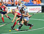 The Hague, Netherlands, June 08: During the first half during the field hockey group match (Women - Group B) between USA and Germany on June 8, 2014 during the World Cup 2014 at GreenFields Stadium in The Hague, Netherlands. Final score 4-1 (1-0) (Photo by Dirk Markgraf / www.265-images.com) *** Local caption *** Emily Wold #13 of USA, Julia Mueller #28 of Germany