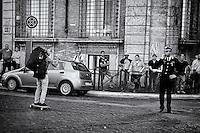 Roma 18 Giugno 2015<br /> Ragazzo attraversa con lo skateboard  piazza Venezia,  un  carabiniere lo guarda.<br /> Rome June 18, 2015<br /> Boy  with skateboard through Piazza Venezia, carabiniere looks at him.