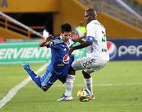 BOGOTA -COLOMBIA. 02-02-2014.  Jhonatan Agudelo  ( IzQ) de Millonarios  disputa el balon contra Wilmer Diaz de La Equidad durante el partido por la segunda fecha de La liga Postobon 1 disputado en el estadio El Campin. /  Jhonatan Agudelo  (L) Millonarios fights for the ball against Wilmer Diaz of  La Equidad  during the match for the second date of the Postobon one league match at El Campin  Stadium Photo: VizzorImage/ Felipe Caicedo / Staff