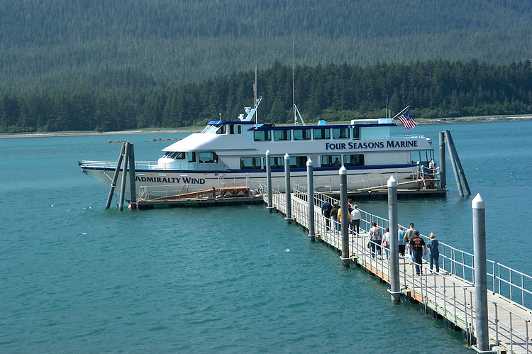 Alaska, Juneau: Wildlife viewing and scenery on trip on Lynn Canal aboard the Admiralty Wind from Auke Bay..Photo #: alaska10232 .Photo copyright Lee Foster, 510/549-2202, lee@fostertravel.com, www.fostertravel.com..