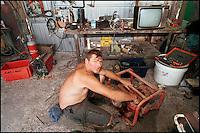 A Sant'Arcangelo di Romagna, (Rimini), è sorta neglii anni '90 la comunità dei Mutoidi. .Mutonia è la loro città, le case sono  corriere dismesse, carri, camper..Circa 30 persone che vivono costruendo robot, sculture mobili, arredamenti punk, creature mostrose.