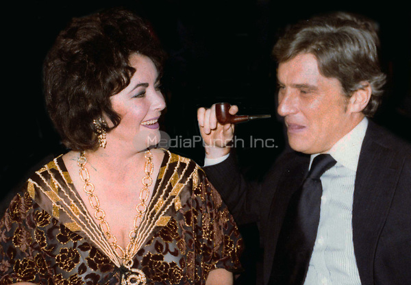 Elizabeth Taylor and John Warner Undated<br /> Photo By John Barrett/PHOTOlink/MediaPunch