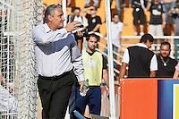 ATENÇÃO EDITOR: FOTO EMBARGADA PARA VEÍCULOS INTERNACIONAIS SÃO PAULO,SP,30 SETEMBRO 2012 - CAMPEONATO BRASILEIRO - CORINTHIANS x SPORT - Tite tecnico  do Corinthians antes da partida Corinthians x Sport válido pela 27º rodada do Campeonato Brasileiro no Estádio Paulo Machado de Carvalho (Pacaembu), na região oeste da capital paulista na tarde deste domingo (30).(FOTO: ALE VIANNA -BRAZIL PHOTO PRESS).