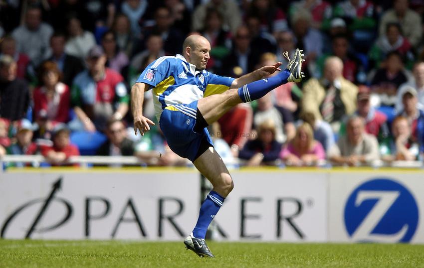 Photo: Richard Lane..Montferrand  v NEC Harlequins. Parker Pen Challenge Cup Final. 22/05/2004..Gerald Merceron kicks.