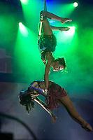 BELO HORIZONTE, MG, 21.12.2013 – SHOW DO TEATRO MÁGICO - Banda Teatro Mágico durante o apresentação no Chevrolet Hall em Belo Horizonte, na noite deste Sábado (21) (Foto: Marcos Fialho / Brazil Photo Press)