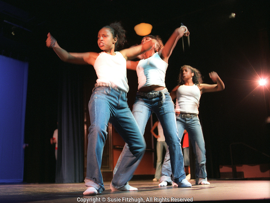 High School dancers perform at Arts Corps End-of-Quarter celebration.