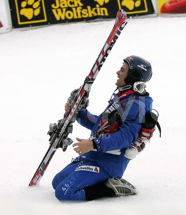 Ski Alpin; Saison 2006/2007  41. Weltcup Slalom Herren JUBEL; Sieger Marc Berthod (SUI) auf den Knien im Zielraum