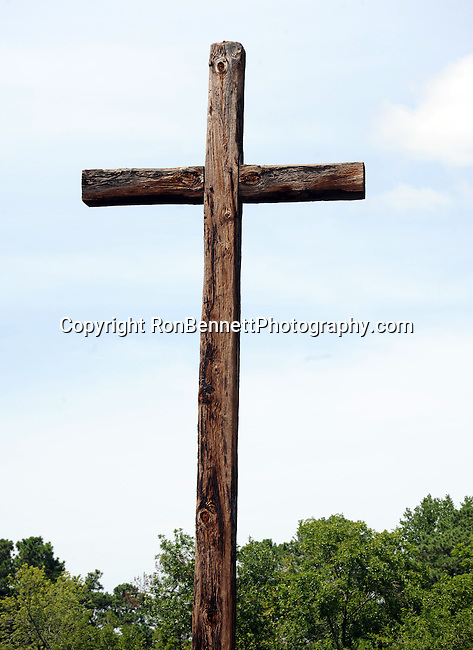 Cross at Jamestown was a settlement located on Jamestown Island in Virgnia Colony founded as James Fort on May 14 1607 and was the first English settlement in the United States, cross, Jamestowne was founded by London Company and was the capital of the colony for 83 years 1616 to 1699, Jamestown is one of three locations comprising the Historic Triangle of Colonial Virgnia, along with Williamsburg and Yorktown, cross,