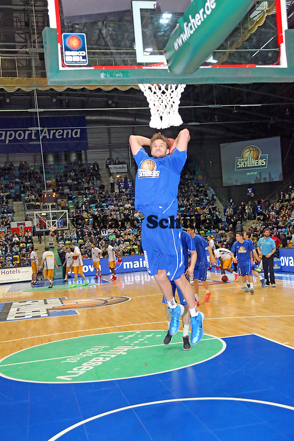 Dunking Dominik Barthel (Skyliners) - Fraport Skyliners vs. Rasta Vechta, Fraport Arena Frankfurt