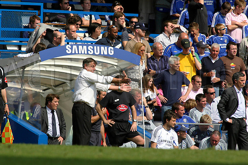 28 April 2007: Bolton manager Sam Allardyce issues instructions during the Premiership game between Chelsea and Bolton Wanderers, played at Stamford Bridge. Allardyce resigned as manager the next day. The match finished 2-2. Photo: Actionplus....070428 football soccer coach