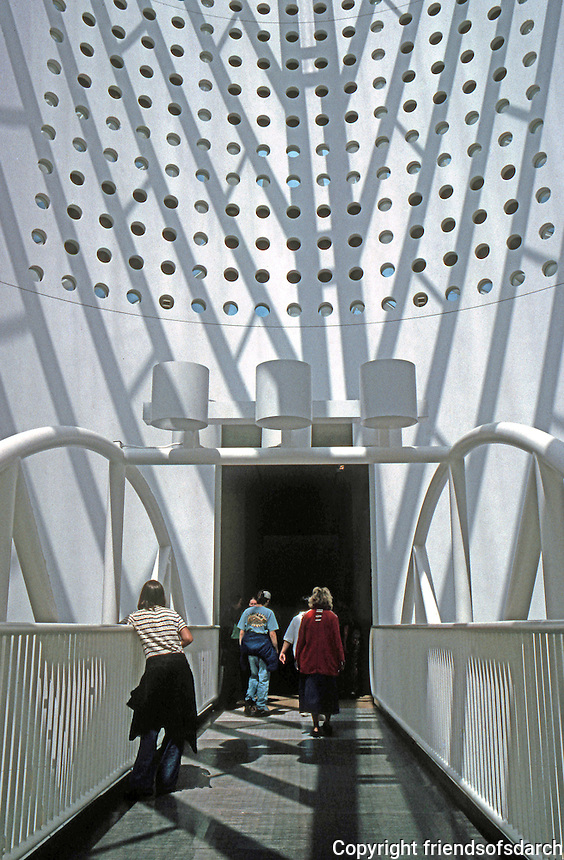 San Francisco:  San Francisco Museum of Modern Art--bridge under great ocula. Mario Botta.