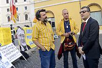 Roma, 28 Settembre 2015<br /> Arturo Scotto, SEL, parla con i lavoratori.<br /> Lavoratrici e lavoratori Ikea protestano contro la riduzione dei salari imposti da  Ikea. Lo striscione con la foto di Ingvar Kamprad proprietario di Ikea.<br /> Ikea workers protest against the lowering of wages by Ikea.