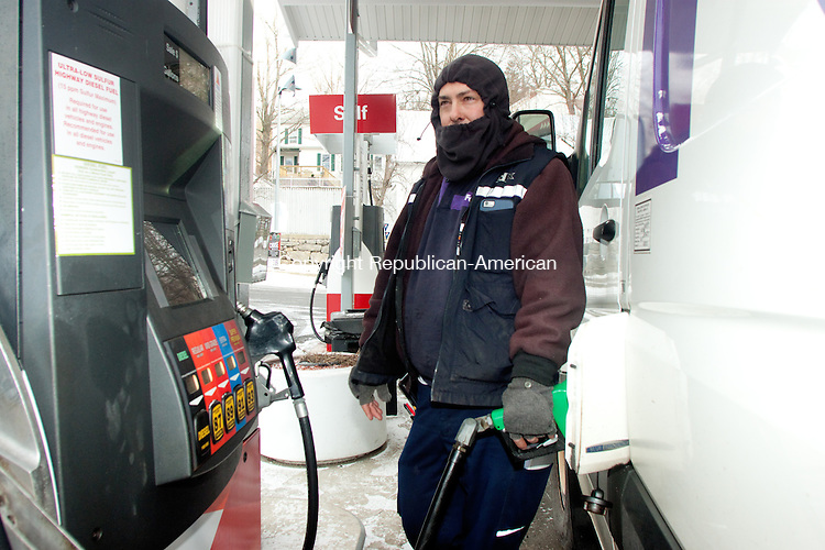 THOMASTON CT- JANUARY 07 2015 010715DA04- Kevin Gebbia of Oakville dresses warm as he pumps gas in Thomaston on Wednesday. <br /> Darlene Douty Republican American