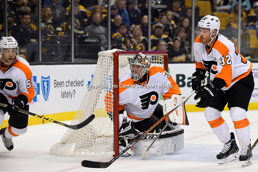 Wednesday, October 21, 2015: Philadelphia Flyers goalie Steve Mason (35) guards the net during the National Hockey League game between the Philadelphia Flyers and the Boston Bruins, held at TD Garden, in Boston, Massachusetts. The Flyers defeat the Bruins 5-4 in overtime. Eric Canha/CSM