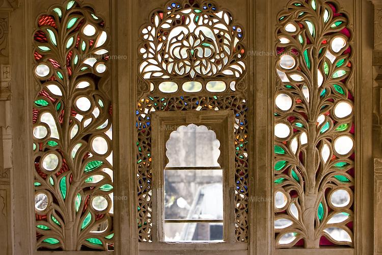 26.11.2010 Udaipur (Rajasthan)<br /> <br /> Window decorated of the city palace.<br /> <br /> Fenêtre décorée dans le palais de la ville.