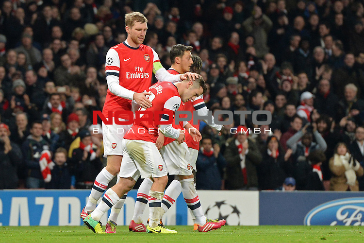 26.11.2013, Emirates Stadium London, UEFA Champions League, Arsenal FC  vs  Olympique Marseille, Gruppenphase, Pool E, im Bild <br /> <br /> Per Mertesacker congratulates Arsenal's Jack Wilshere after he scored the 2nd goal<br /> <br /> Foto nph / Gunn