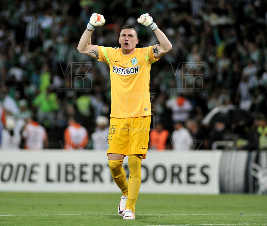 BOGOTA - COLOMBIA: 27-07-2016:Franco Armani, portero de Atletico Nacional de Colombia, celebra el gol anotado a Independiente Del Valle de Ecuador, durante partido de vuelta de la final, entre Atletico Nacional e Independiente Del Valle por la Copa Bridgestone Libertadores 2016 en el Estadio Atanasio Girardot, de la ciudad de Medellin. / Franco Armani, goalkeeper of Atletico Nacional of Colombia, celebrates the goal scored against Independiente Del Valle of Ecuador, during a match for the second leg for the final between Atletico Nacional and Independiente Del Valle for the Bridgestone Libertadores Cup 2016, in the Atanasio Girardot Stadium, in Medellin city. Photos: VizzorImage / Luis Ramirez / Staff.